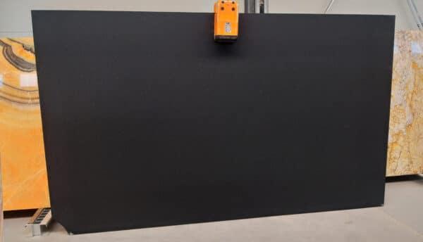 granit absolute black płomień szczotka