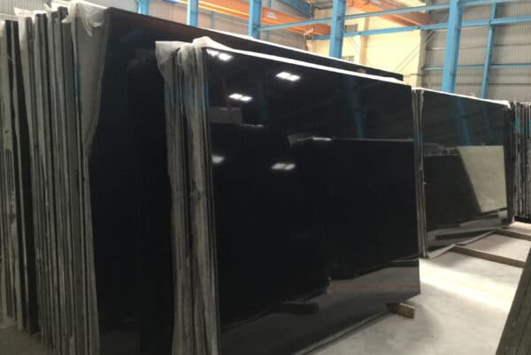 granit absolute black poler slab